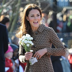 Kate wears Orla Kiely bird print dress for The Art Room charity visit