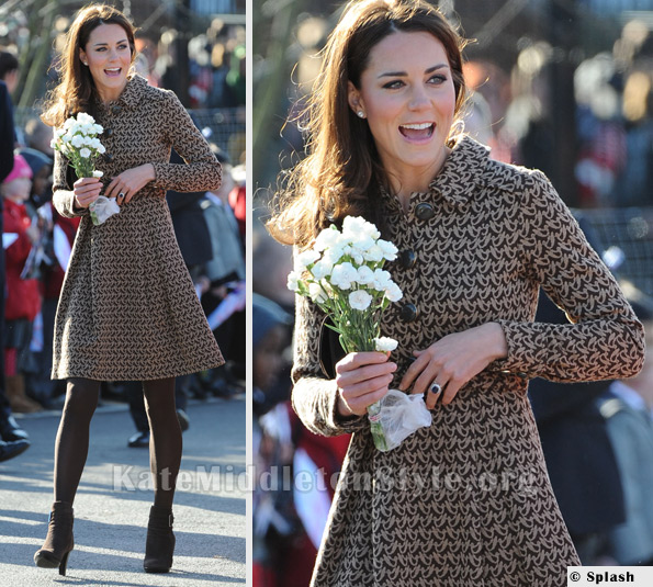 kate middleton in Orla Kiely at the  Art room