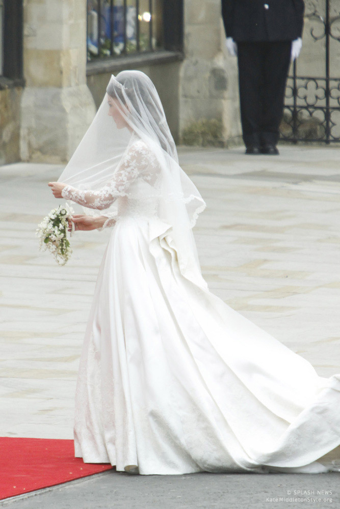 A stunning photo showing Kate's alexander mcqueen veil and wedding dress