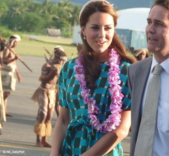 kate wears and blue and green check dress in SI