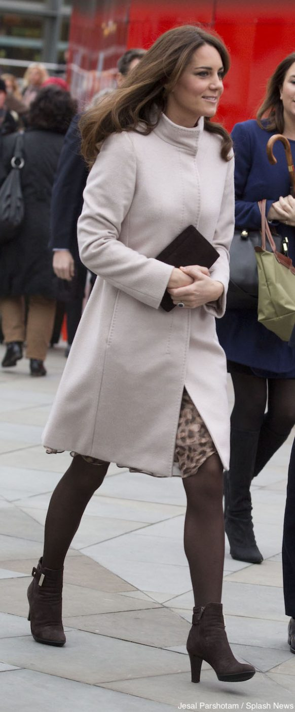 Pictures of Kate Middleton Arriving at Kings Cross.