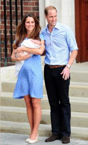 Kate Middleton and Prince William present their new son: Prince George of Cambridge