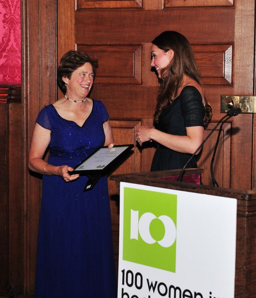 Kate Presents Award at the 100 Women in Hedge Funds Gala