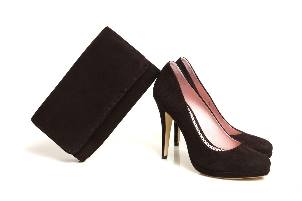 Kate's brown Emmy pumps and matching clutch, via the Emmy Shoes Blog.