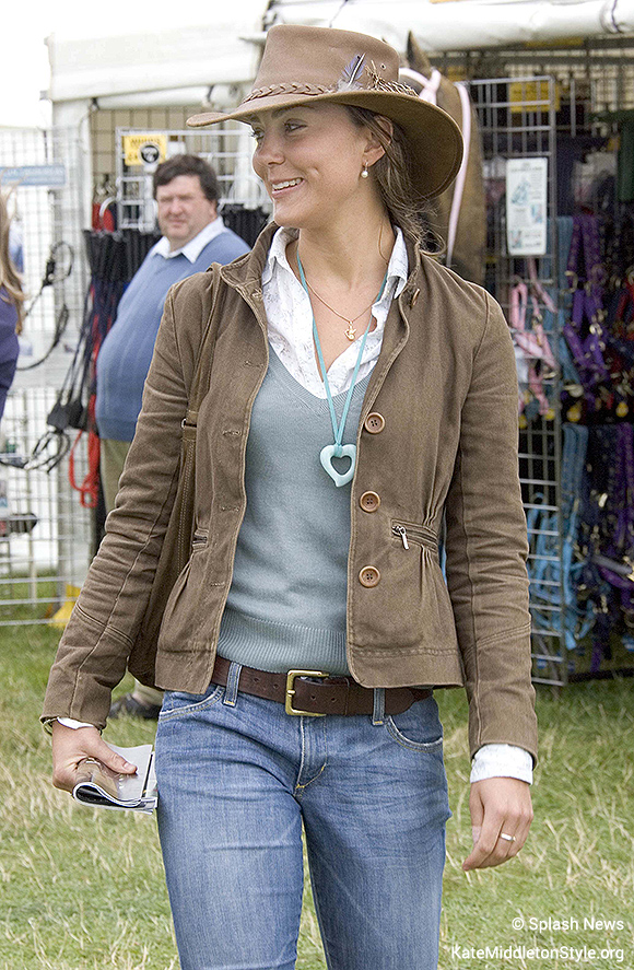Kate wearing the Lola Rose Heart Pendant