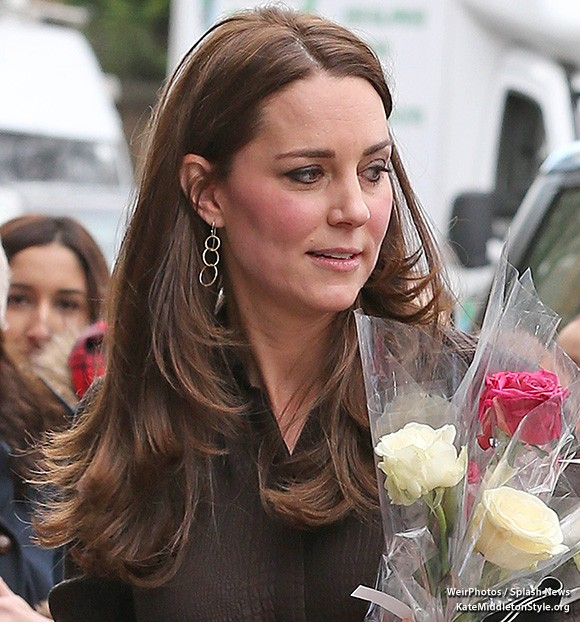 "Kate wore gold Mirabelle ""Lolita"" earrings for her visit to The Fostering Network in January 2015."