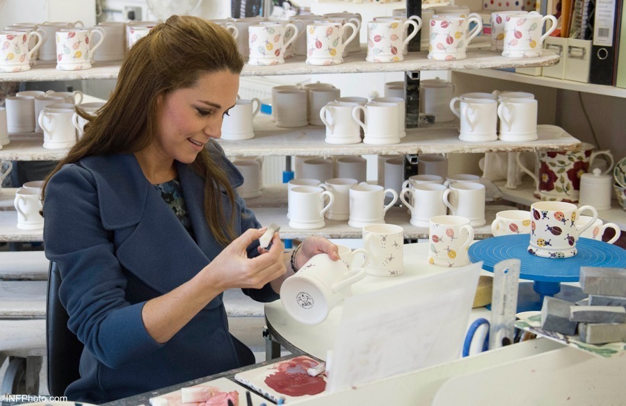 Kate Middleton painting a cup at the Emma Bridgewater factory