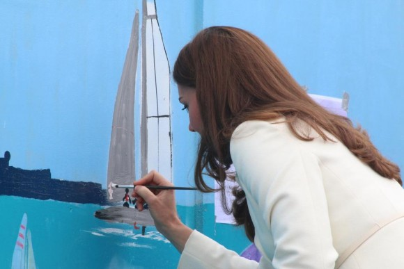 Duchess Kate painting the mural, photo via @1851Trust