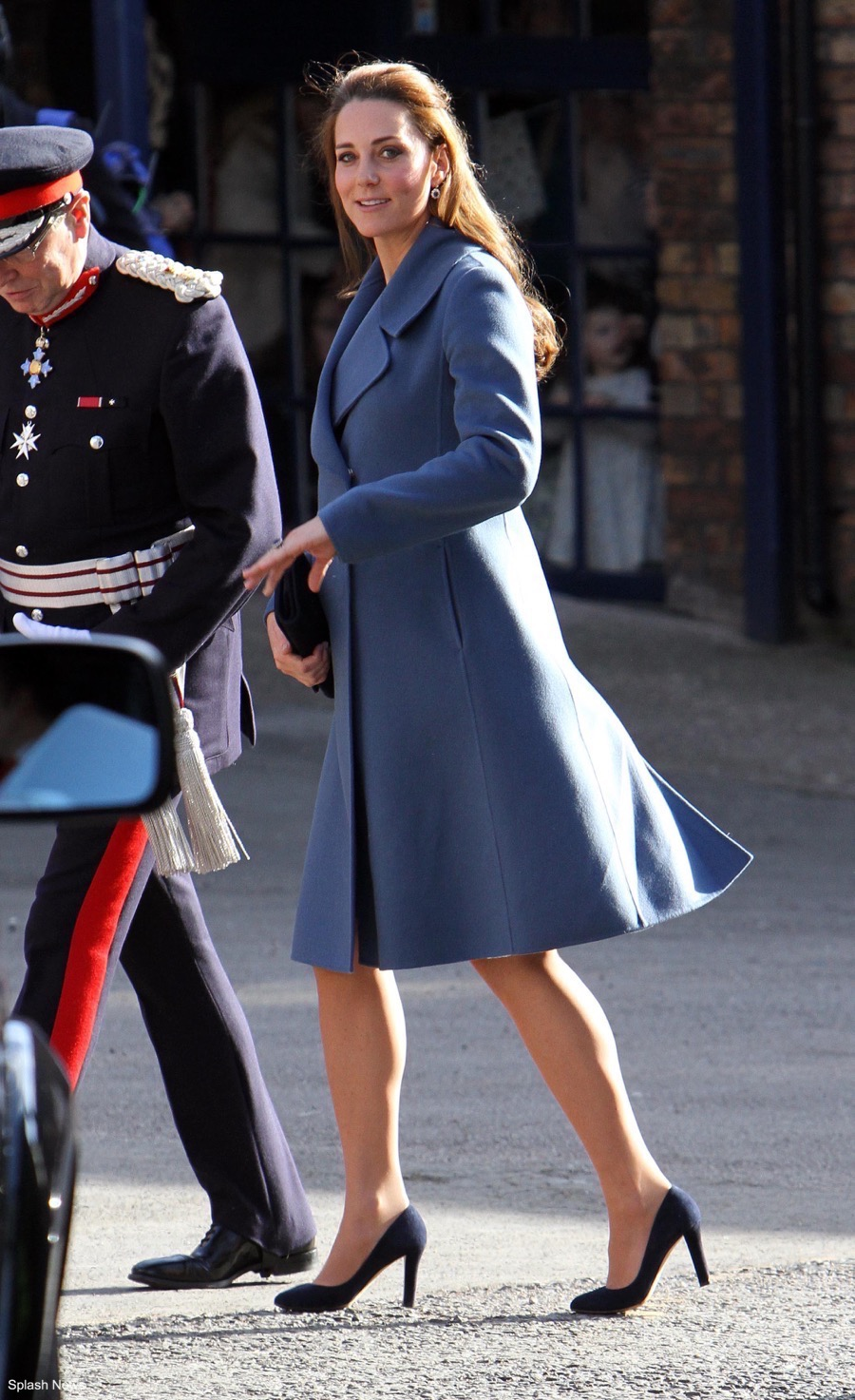 Kate middleton's outfit from Emma Bridgewater visit 2015. Kate was pregnant with Charlotte at the time. She chose this blue coat from Sportmax.