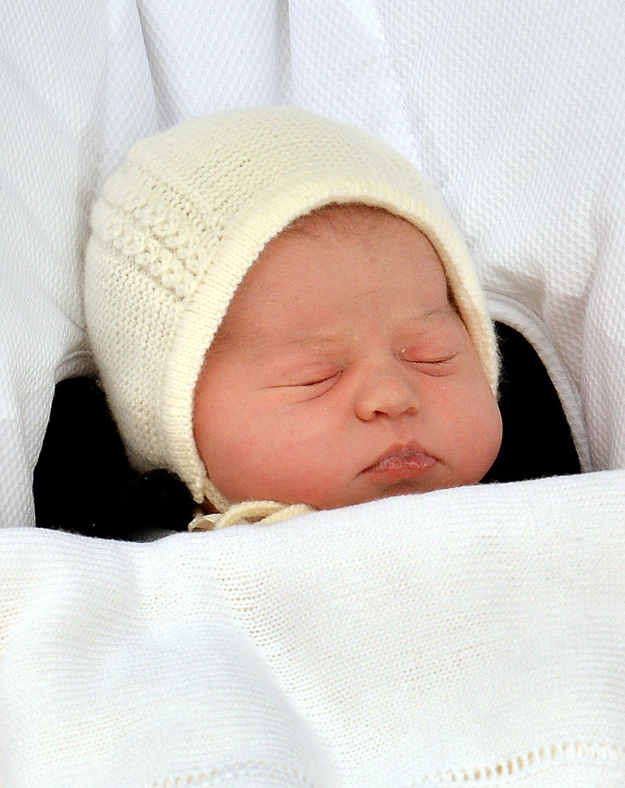 Kate Middleton, Prince William and Baby Princess Charlotte as a newborn outside the Lindo Wing