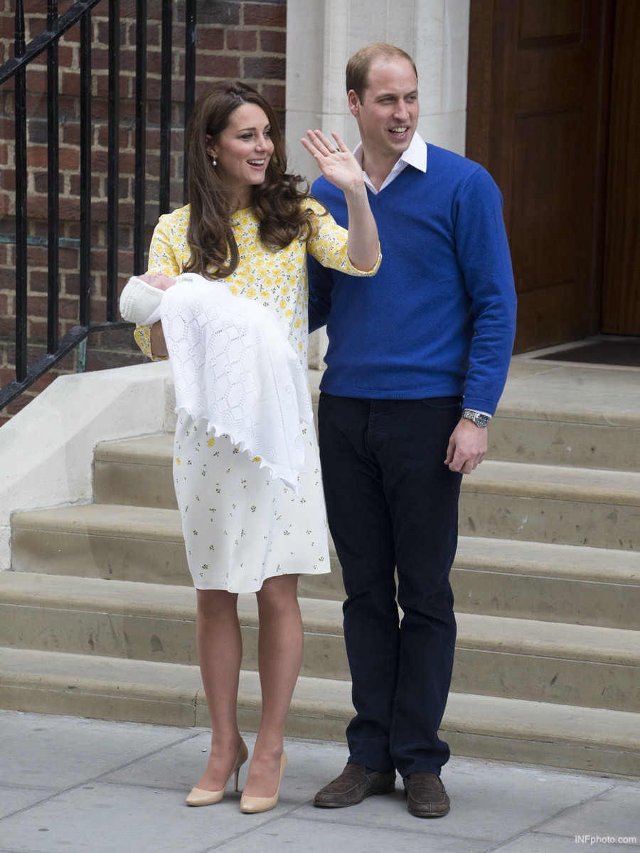 Kate Middleton, Prince William and Baby Princess Charlotte as a newborn, posing outside the Lindo Wing