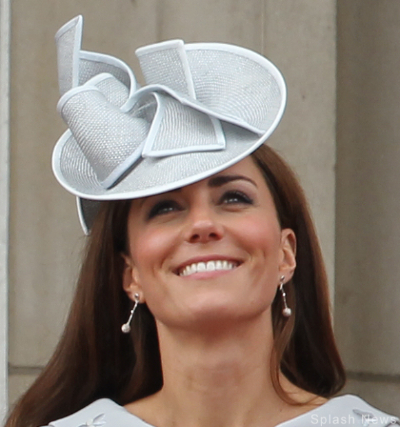 Kate Middleton wearing Links of London Effervescence bubble earrings