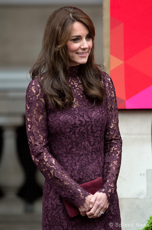 "Duchess of Cambridge carries Mulberry Bayswater bag in ""Conker Suede"""