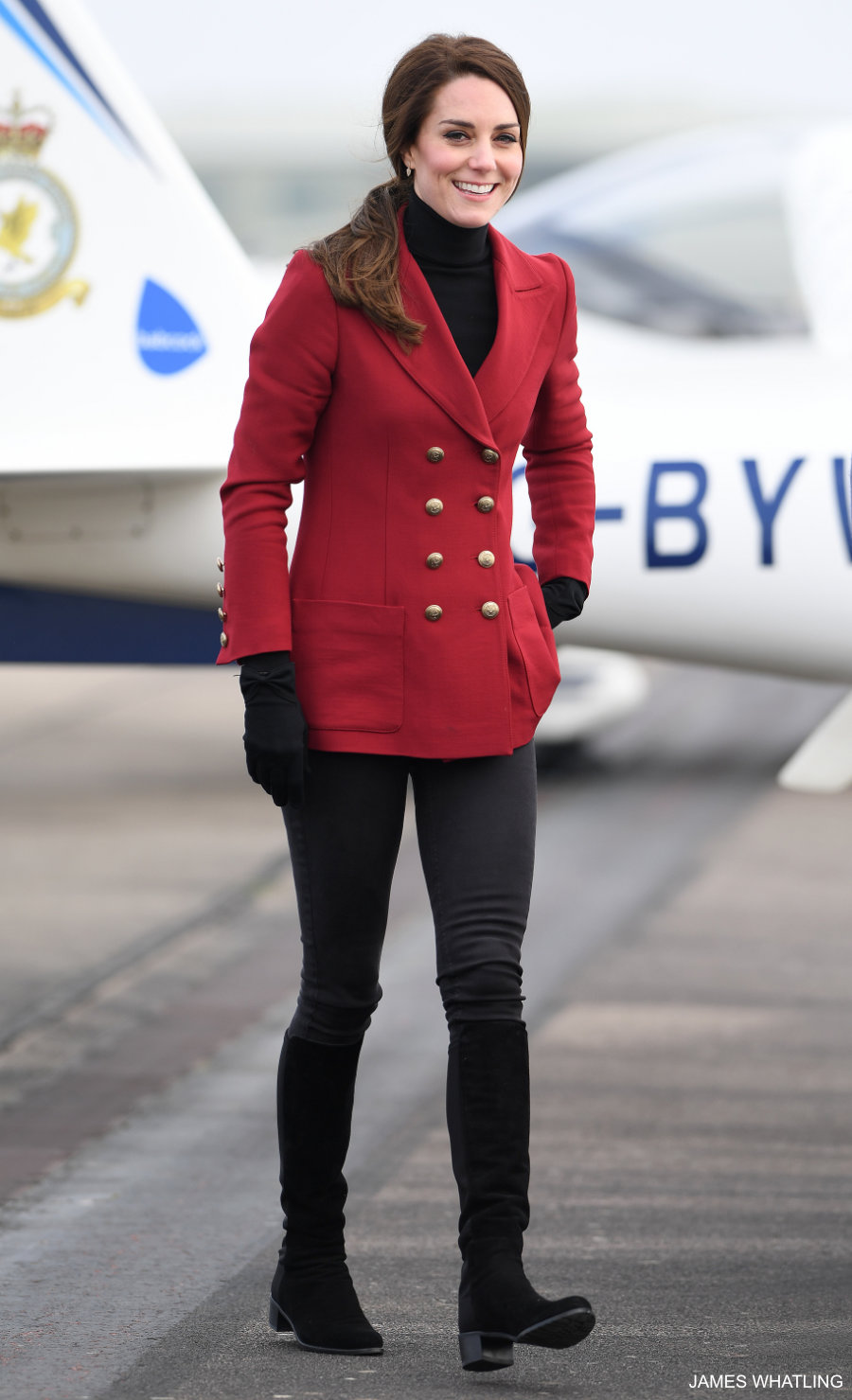 Kate Middleton wwaring the Philosophy di Lorenzo Serafini jacket in red twill
