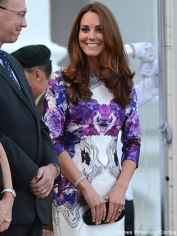 Kate Middleton carries the Anya Hindmarch maud clutch in Sinapore, during the royal tour