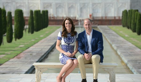 Kate wears blue & white embroidered dress for Taj Mahal visit