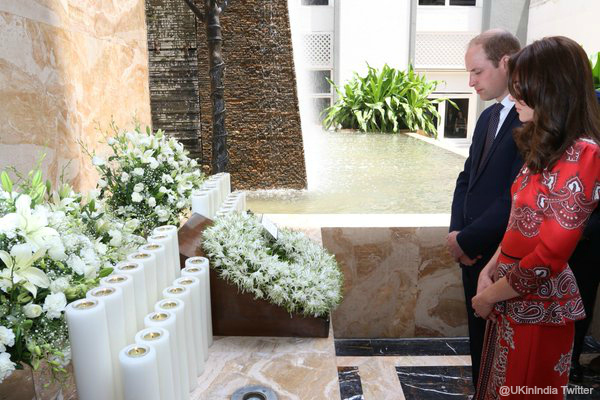 William & Kate lay a wreath at the memorial at the hotel