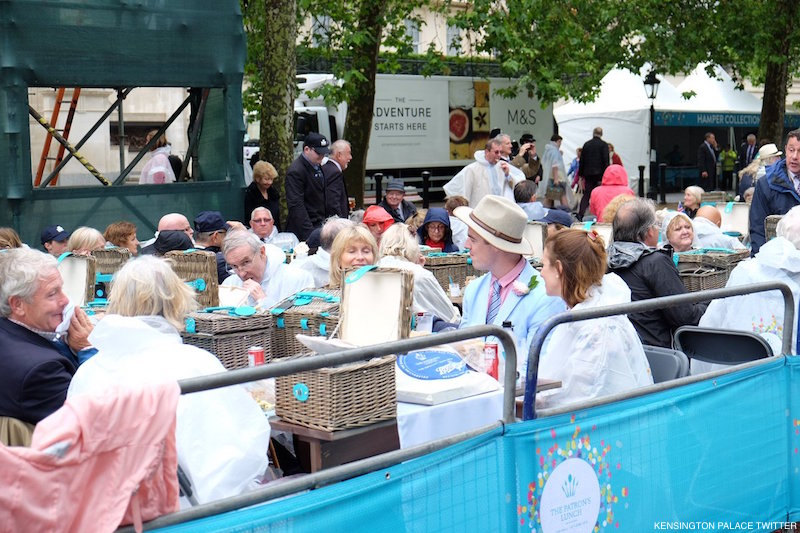 Guests eat a picnic on The Mall for The Patron's Lunch
