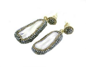 Soru Baroque double sided pearl earrings