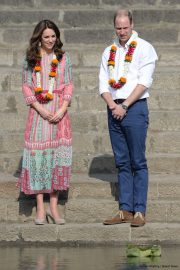 Kate Middleton wearing her Monsoon Fleur wedges in India