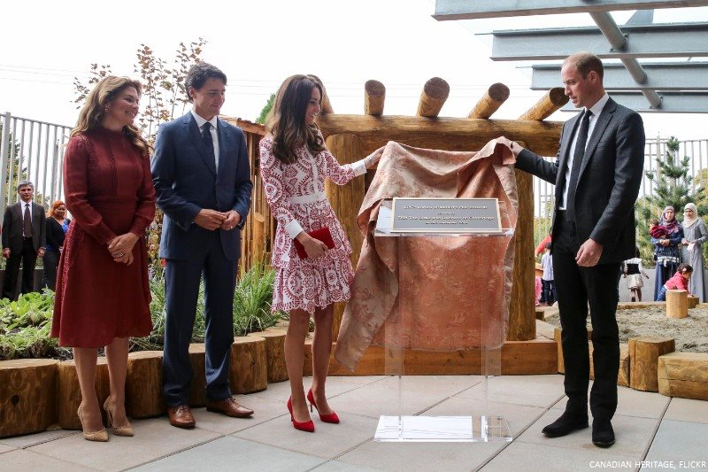 William and Kate unveiled a plaque for the Edith Lando playground, marking its official opening.