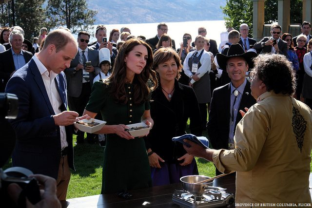 06-taste-bc-kate-middleton-green-dress