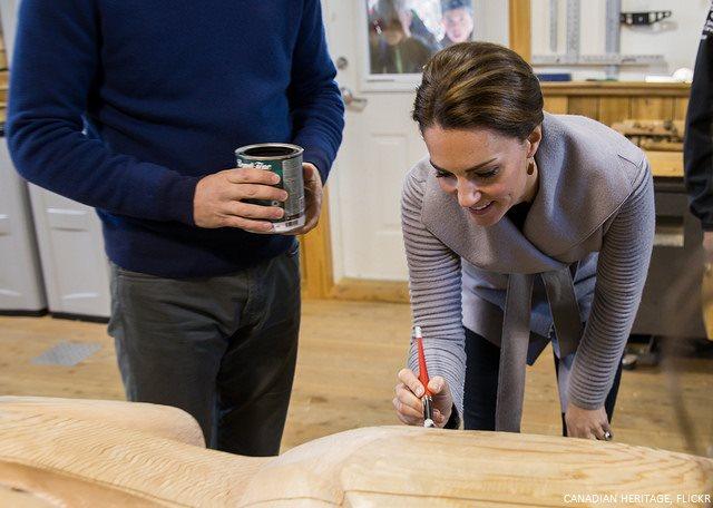 Kate Middleton paints and eye on a totem pole
