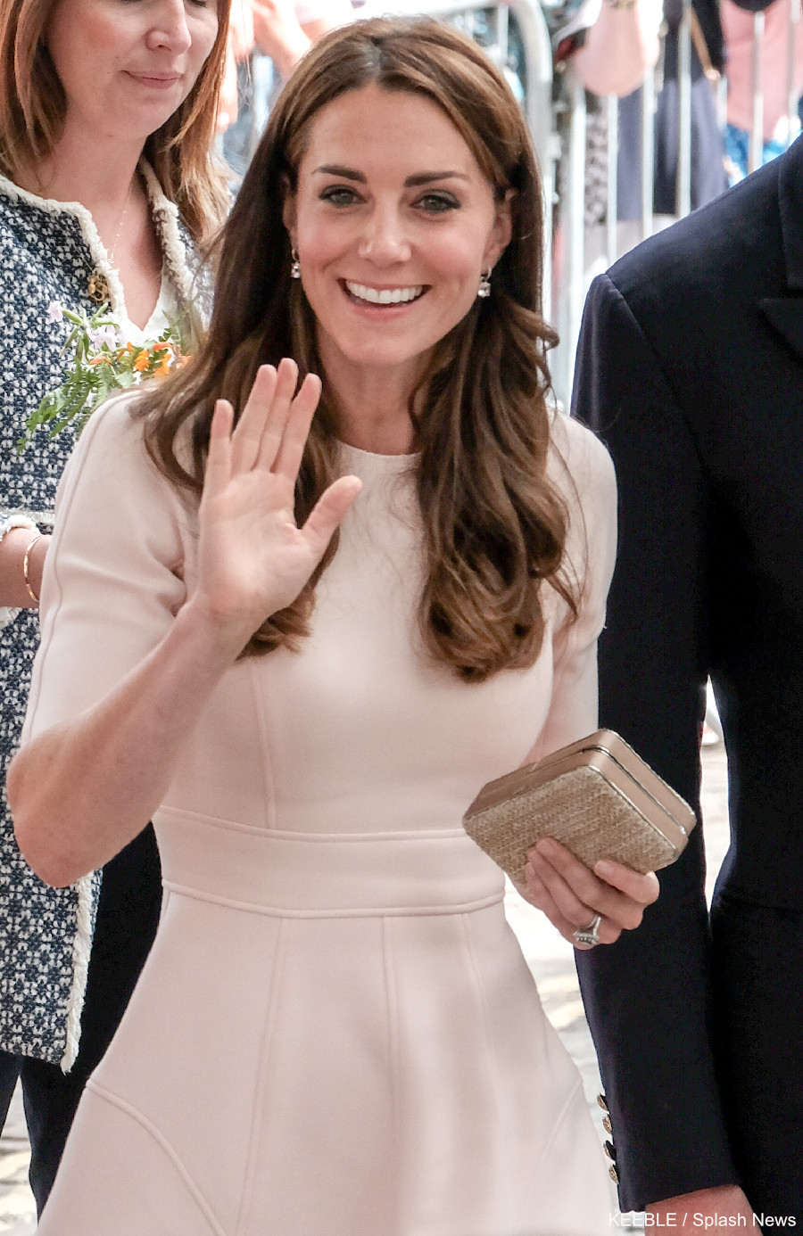 Kate chooses blush pink dress for Cornwall visit