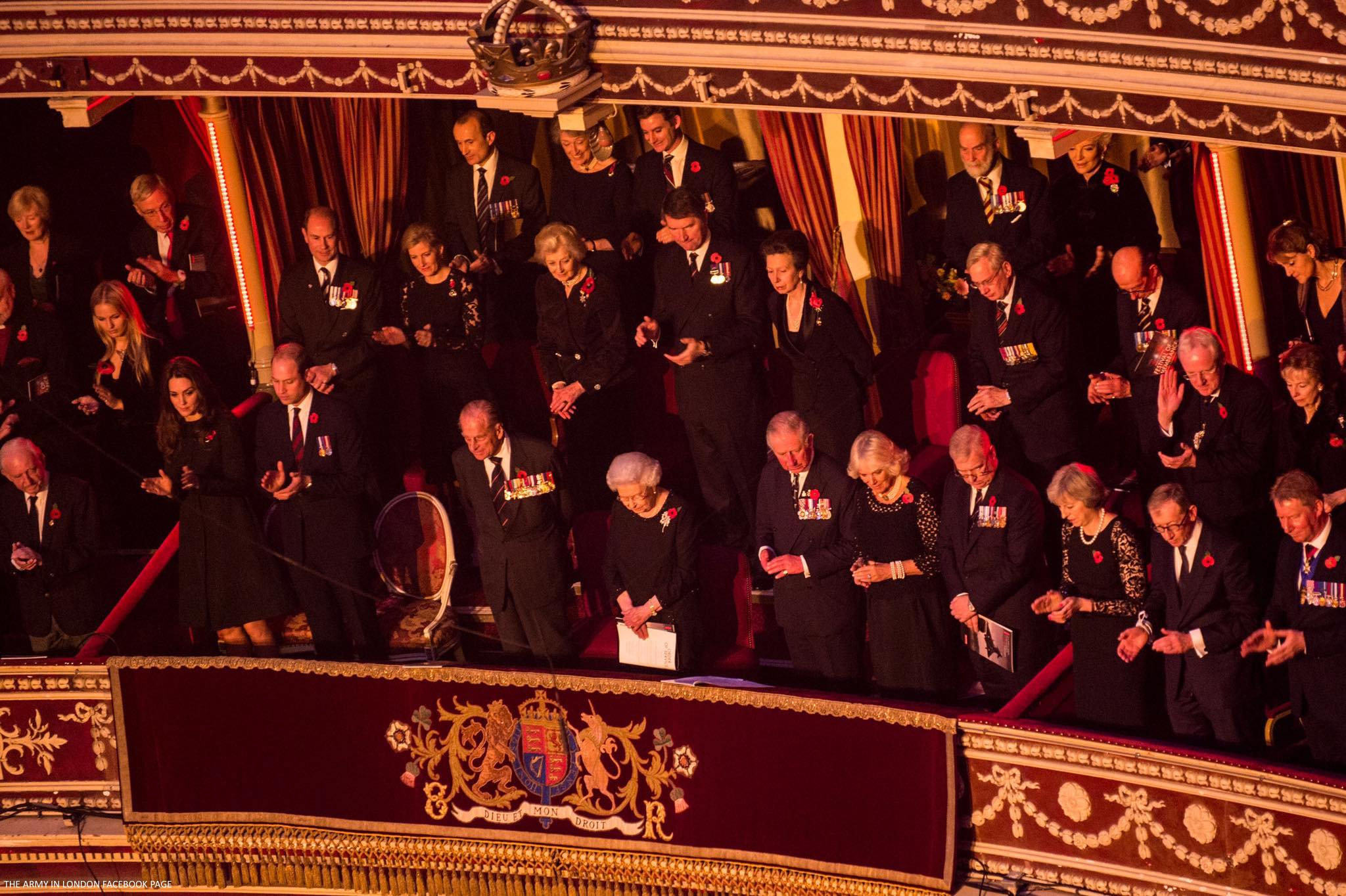 kate-middleton-festival-remembrance-2016-balcony