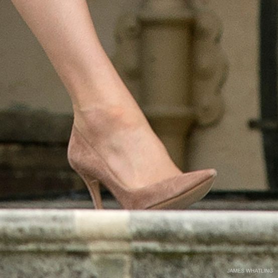 Kate wearing the Gianvito Rossi 105 pumps in suede at the garden party