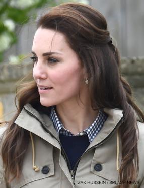 Kate Middleton wearing her GAP shirt