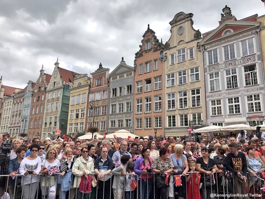 Crowds in Gdansk to welcome William and Kate