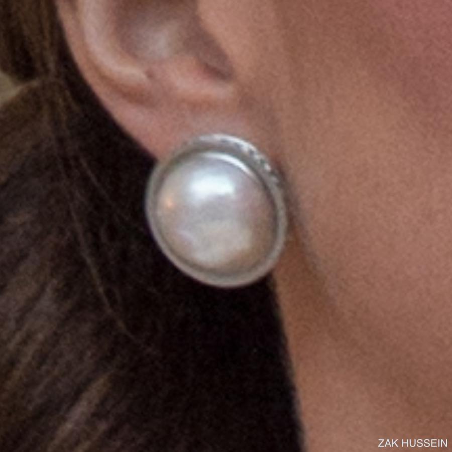 Kate Middleton's Oscar de la Renta earrings in Poland