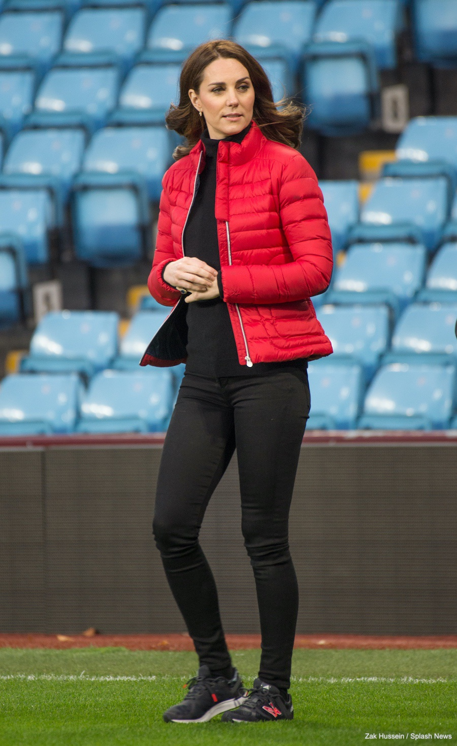Kate Middletons outfit at Villa Park