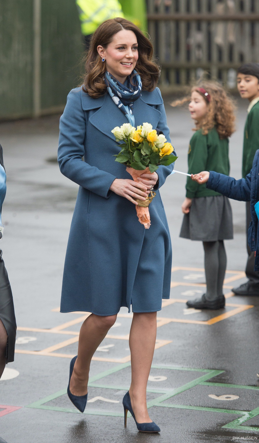 Kate Opens Place2be Hq In Seraphine Maternity Dress Kate Middleton Style Blog