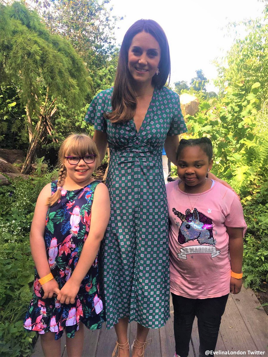 Roses In Garden: Kate In Sandro For 'Back To Nature' Garden Visit At