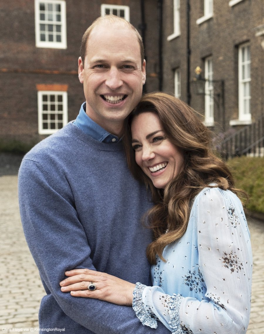 HAPPY ANNIVERSARY WILL & KATE!